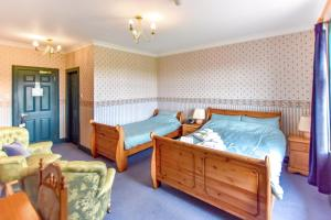 A bed or beds in a room at Herrislea House Hotel