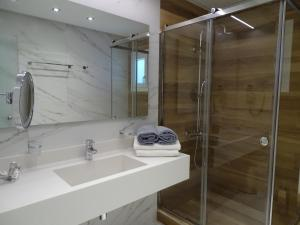 Ένα μπάνιο στο Selana Suites