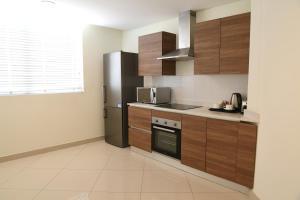 A kitchen or kitchenette at Gulf Suites Hotel Amwaj