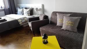 Łóżko lub łóżka w pokoju w obiekcie Sunflower Apartment