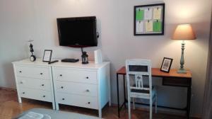 Telewizja i/lub zestaw kina domowego w obiekcie Sunflower Apartment