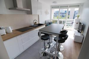 A kitchen or kitchenette at Ebisoires Plaisir
