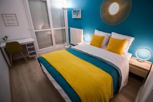 A bed or beds in a room at Ebisoires Plaisir