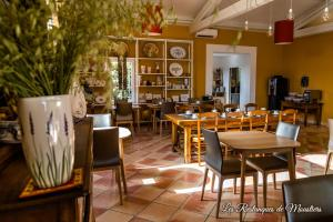 A restaurant or other place to eat at Hotel Les Restanques De Moustiers
