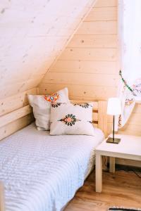 Łóżko lub łóżka w pokoju w obiekcie Czarna Owca