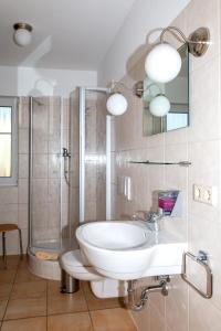 Ein Badezimmer in der Unterkunft Seepark Auenhain