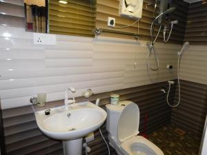 A bathroom at The Bavarian Resort