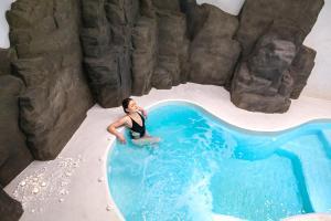 Piscine de l'établissement Acroterra Rosa Hotel & Spa ou située à proximité