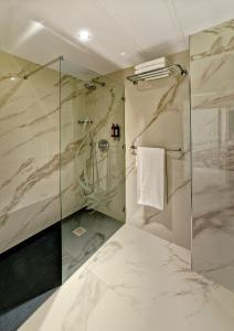 A bathroom at Alisios