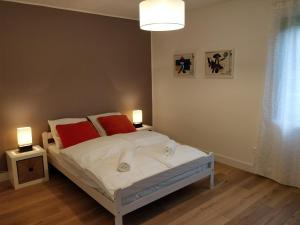A bed or beds in a room at Maison des Vignerons