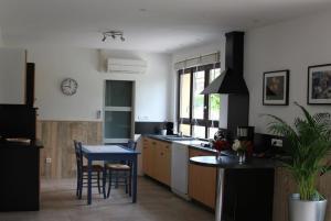 A kitchen or kitchenette at Maison des Vignerons