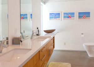A bathroom at Glass and Steel House 2012