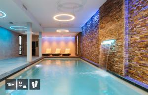 The swimming pool at or near Corendon City Hotel Amsterdam