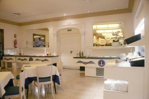 A restaurant or other place to eat at Hotel Costa Brava