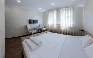 Кровать или кровати в номере Dudkino village