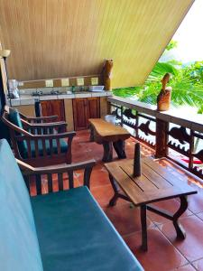 A restaurant or other place to eat at Cabinas Jimenez