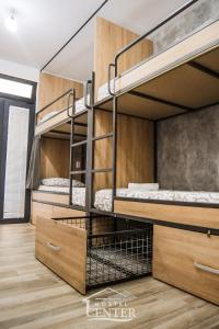 Ein Etagenbett oder Etagenbetten in einem Zimmer der Unterkunft Hostel Center