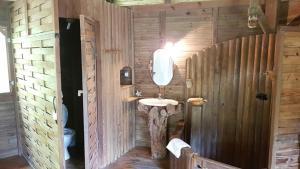 Salle de bains dans l'établissement Domaine de Robinson
