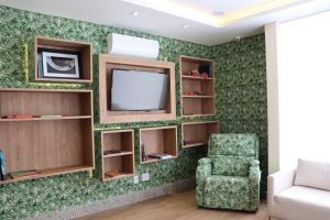 Телевизор и/или развлекательный центр в Kayrós Business Hotel