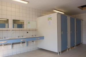 Cuisine ou kitchenette dans l'établissement Camping des Rochers des Parcs