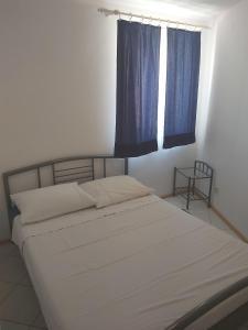 Ein Bett oder Betten in einem Zimmer der Unterkunft Apartment Dulcin Vodice