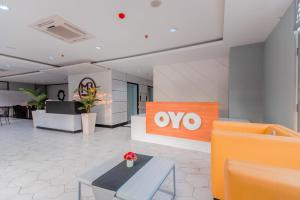 The lobby or reception area at OYO Flagship 750 Mont Blanc