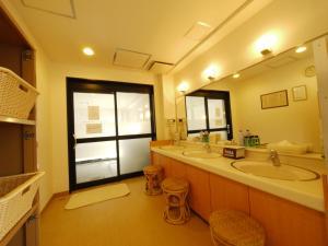 A bathroom at Hotel Route-Inn Fukaya Ekimae
