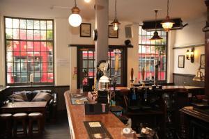 Un restaurante o sitio para comer en St Christopher's The Inn - London Bridge
