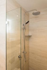 A bathroom at Quality Hotel Rules Club Wagga