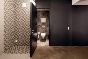 A bathroom at Graetzlhotel beim Belvedere