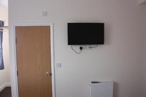 A television and/or entertainment center at Daisy Hotel