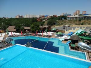 Вид на бассейн в Гостиница Седьмое Небо или окрестностях