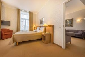 A bed or beds in a room at Artis Centrum Hotels