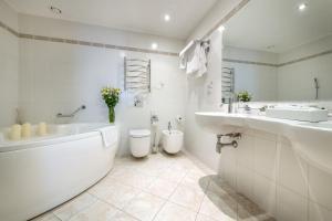 A bathroom at Artis Centrum Hotels