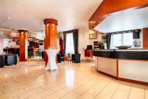 The lobby or reception area at Best Western Plus Crown Hotel