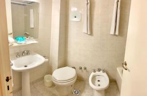 A bathroom at Hotel Waldorf