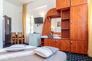 Un pat sau paturi într-o cameră la Motel Blue River Calimanesti