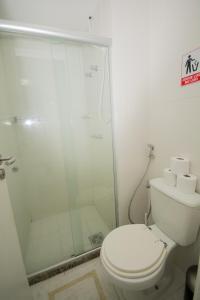 A bathroom at Conforto E Localizacao