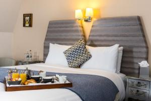 A bed or beds in a room at The House Hotel, an Ascend Hotel Collection Member