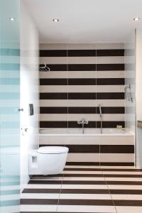 A bathroom at The House Hotel, an Ascend Hotel Collection Member