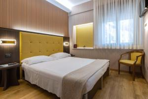 A bed or beds in a room at Hotel Santa Prisca