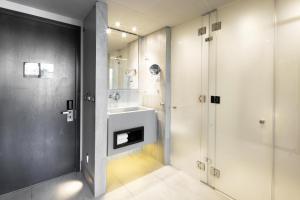 A bathroom at Ladera Boutique Hotel