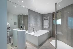 A bathroom at Van der Valk Hotel Wieringermeer