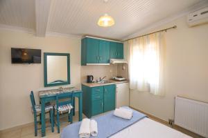 Η κουζίνα ή μικρή κουζίνα στο Hotel Antonios