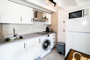 A kitchen or kitchenette at Seanema Studio Beach Park