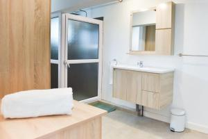 A bathroom at Tamarin Chambres d'Hotes