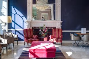 A seating area at Apex Waterloo Place Hotel