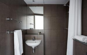 Een badkamer bij The Student Hotel The Hague