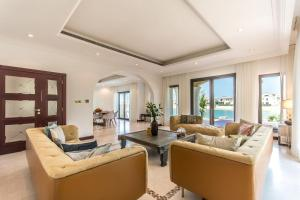 A seating area at Heavenly Secluded Beach House Palm Jumeirah