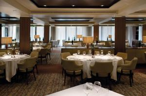 A restaurant or other place to eat at Hilton London Syon Park